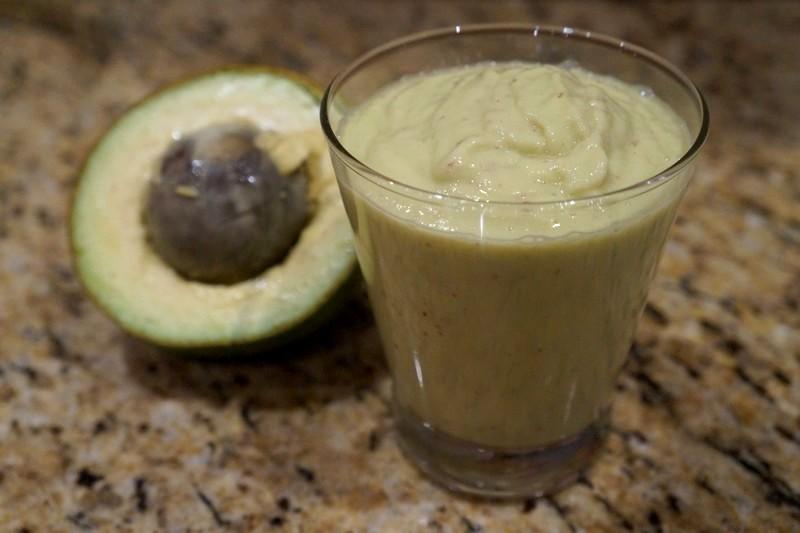 Vitamina de abacate com maçã e limão: jantar sem culpa