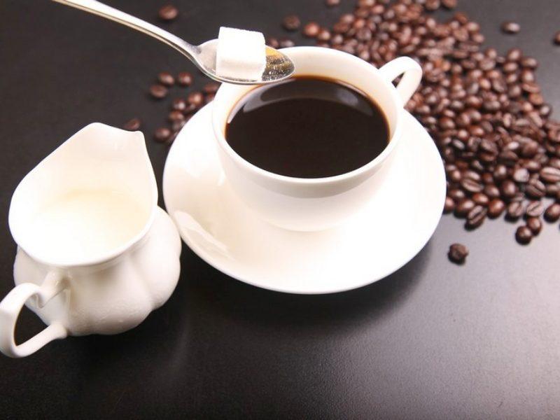 Açúcar ou adoçante: saiba o que é melhor para a saúde
