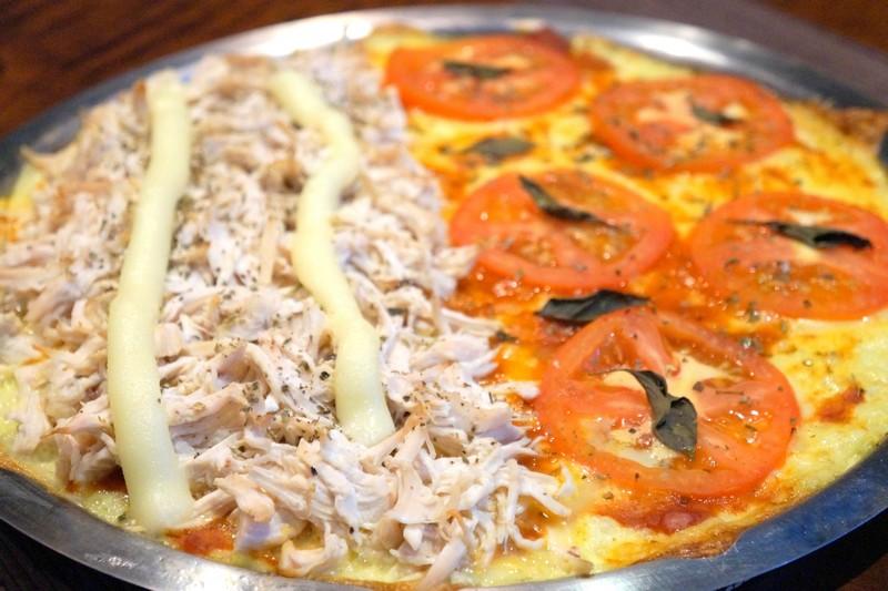 Pizza low carb com massa de couve-flor